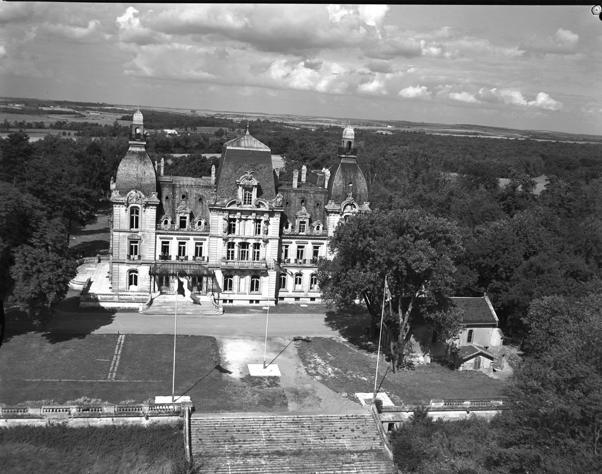 An aerial view of Château de Mercy in Metz, France, where 1 Air Division was headquartered. PHOTO: DND Archives, PL-134327