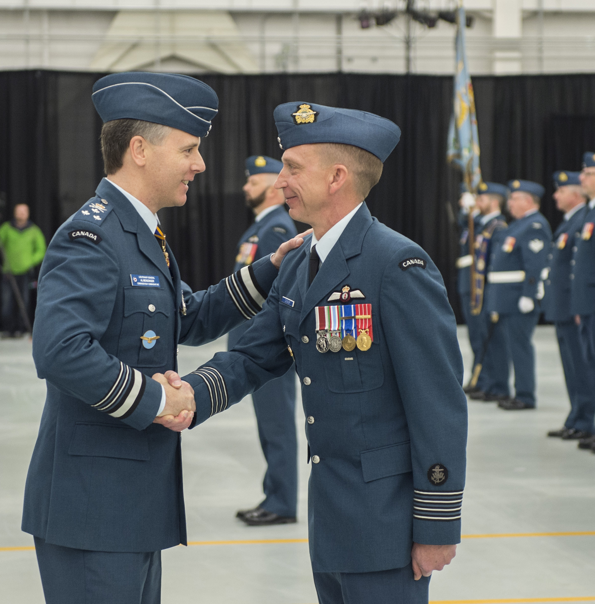 Lieutenant-General Al Meinzinger, commander of the RCAF, shakes hands with Colonel Sid Connor, commander of 12 Wing Shearwater, Nova Scotia, during the Sea King retirement ceremony on December 1, 2018. PHOTO: Leading Seaman Laurance Clarke, SW05-2018-0497-640