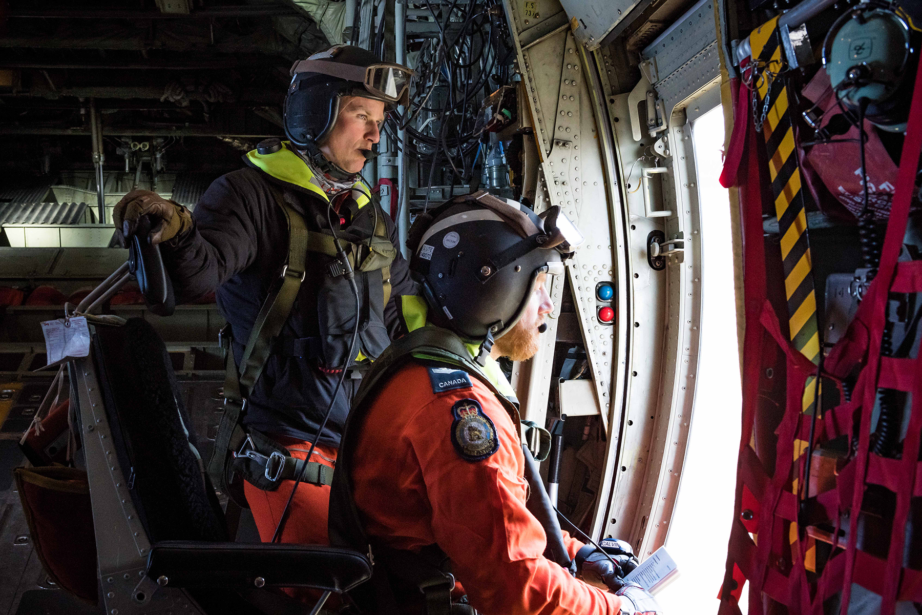 On May 7, 2019, during Chinthex 2019, held near Thunder Bay, Ontario, members of 435 Transport and Rescue Squadron survey the scene of a simulated emergency. PHOTO: Aviator Tanner Musseau-Seaward, WG2019-0191-007