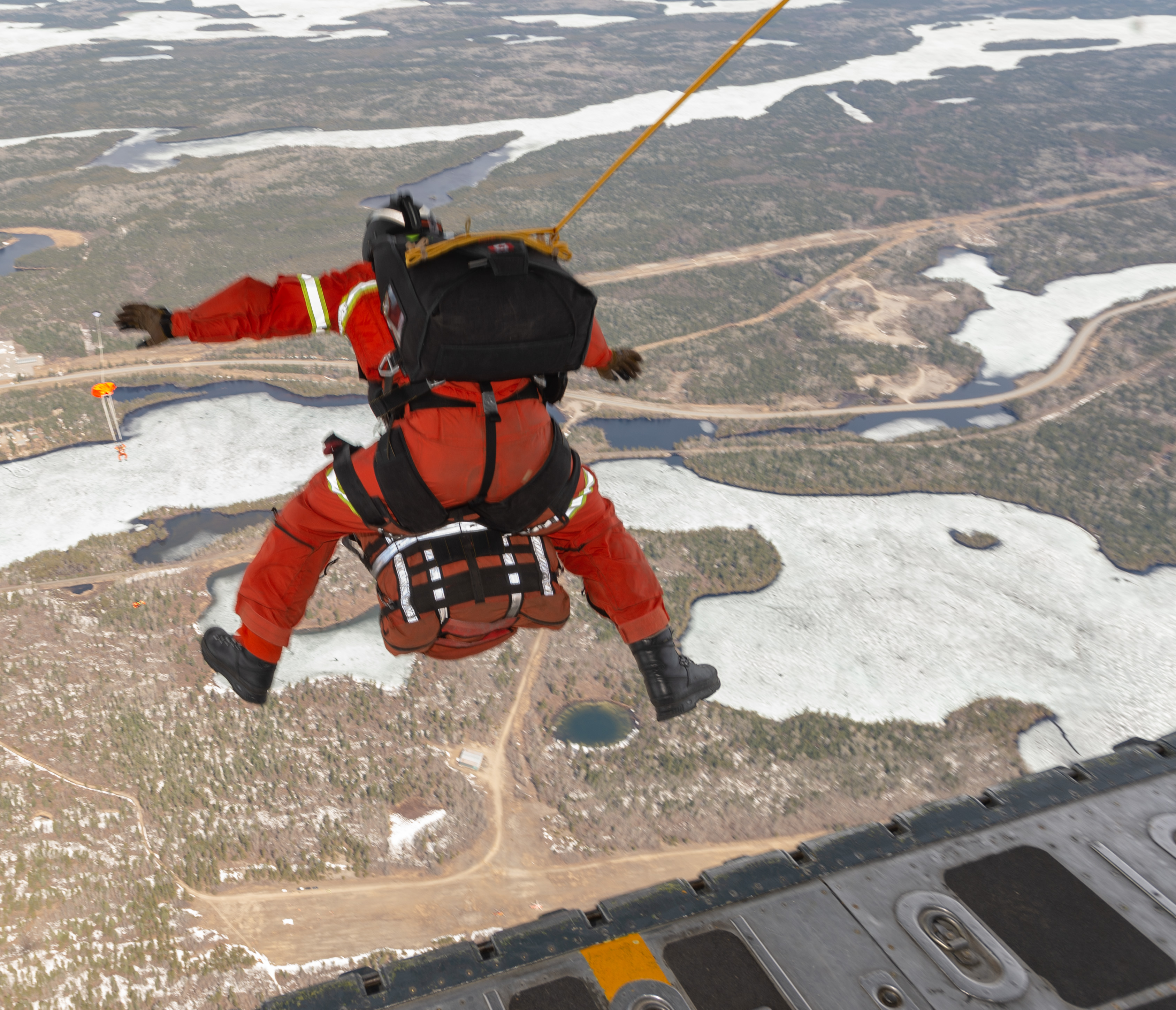 On May 8, 2019, an RCAF search and rescue technician from the 435 Transport and Rescue Squadron parachutes into a simulated aircraft crash site during Chinthex 2019, held near Thunder Bay, Ontario. PHOTO: Corporal Bryce Cooper, WG2019-0191-115