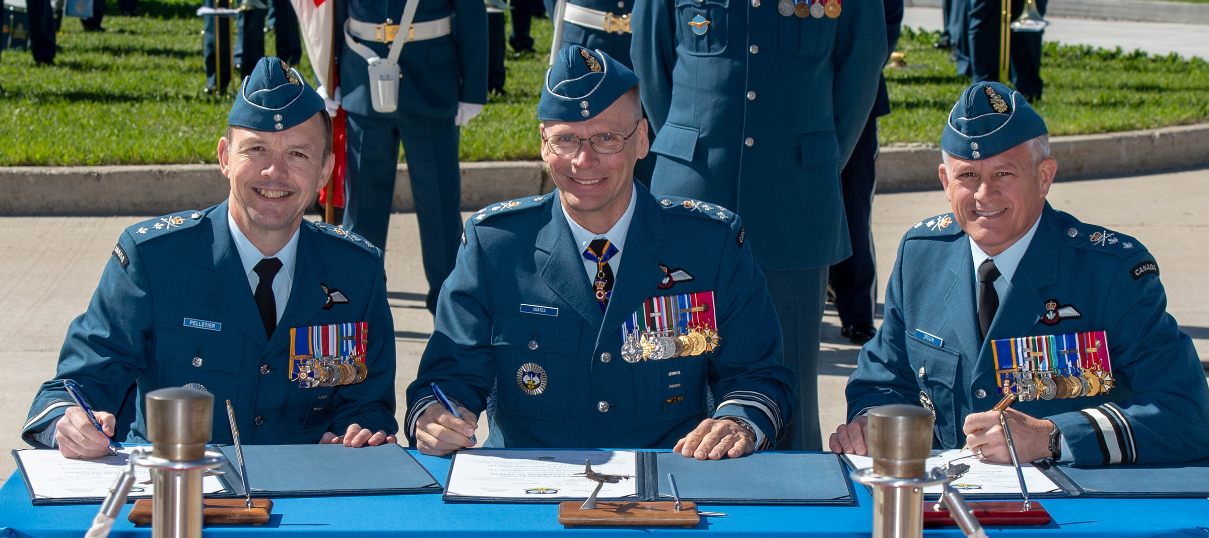 Lieutenant-General Christopher Coates (centre), deputy commander of NORAD, oversees the signing of the change of command certificates for the Canadian NORAD Region from Major-General Christian Drouin (right) to Major-General Alain Pelletier. PHOTO: Corporal Bryce Cooper, WG2019-0214-035
