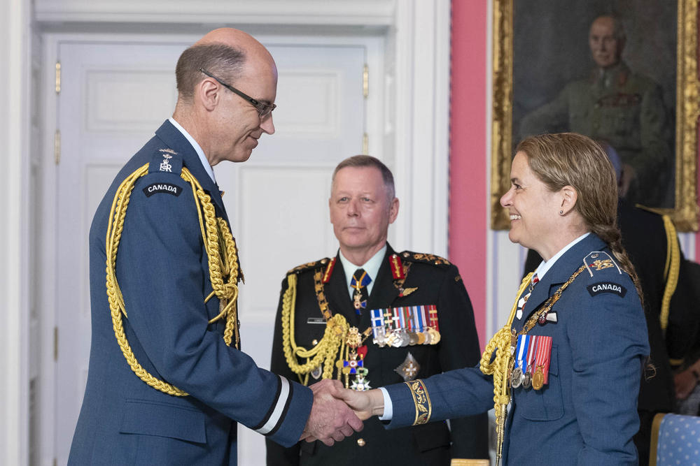 Governor General and Commander-in-Chief of Canada Julie Payette presents Brigadier-General Andrew Michael Downes, O.M.M., C.D., with the Officer insignia of the Order of Military Merit at Rideau Hall in Ottawa, Ontario, during a May 27, 2019, as Chief of the Defence Staff General Jonathan Vance looks on. PHOTO: Sergeant Johanie Maheu, Rideau Hall, © OSGG, GG0505-2019-0118-012