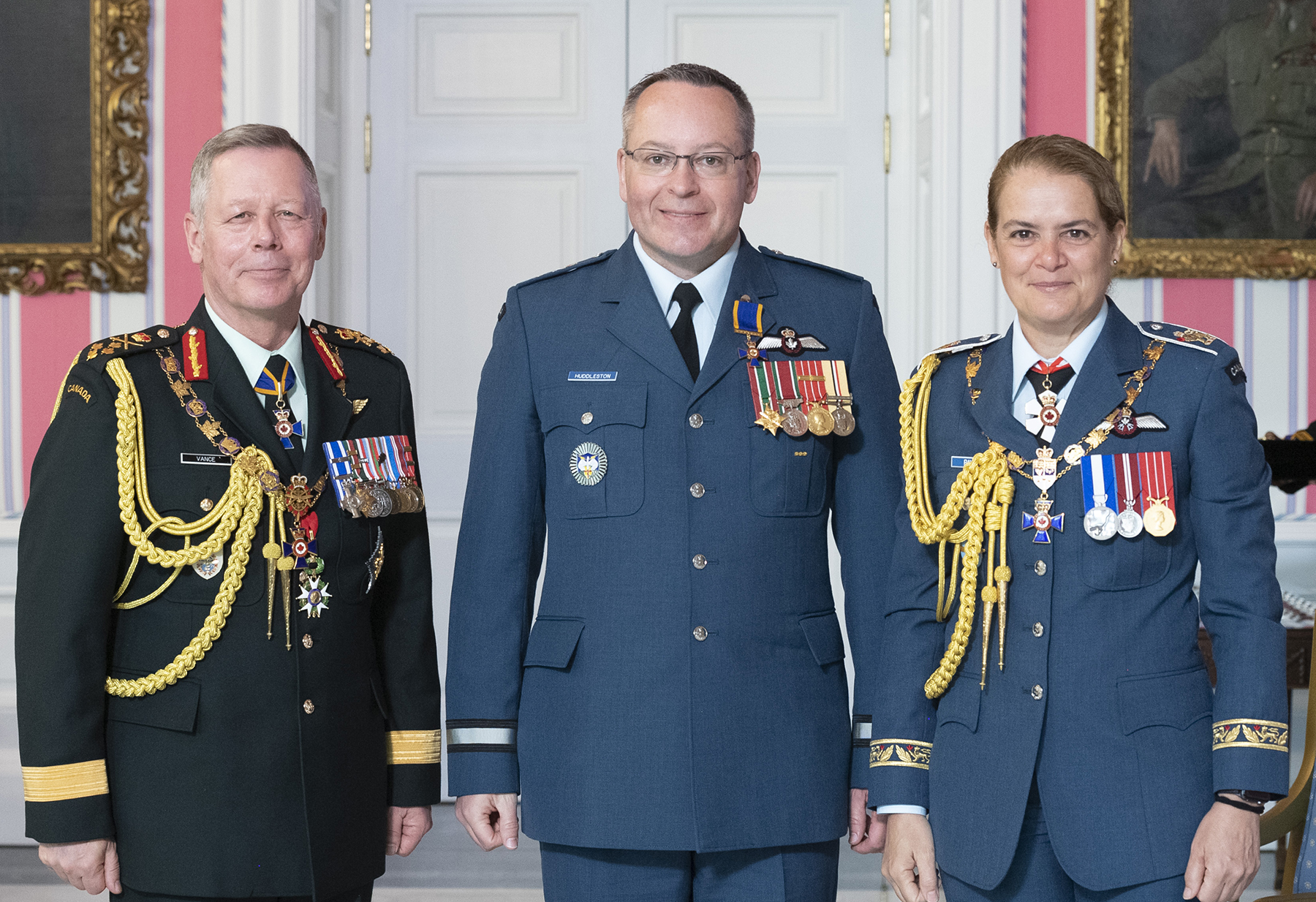 Brigadier-General Iain Stewart Huddleston, O.M.M., C.D. (centre) stands with Governor-General Julie Payette and Chief of the Defence Staff General Jonathan Vance after receiving the Officer insignia of the Order of Military Merit from the Governor General. PHOTO: Sergeant Johanie Maheu, Rideau Hall, © OSGG, GG05-2019-0118-015