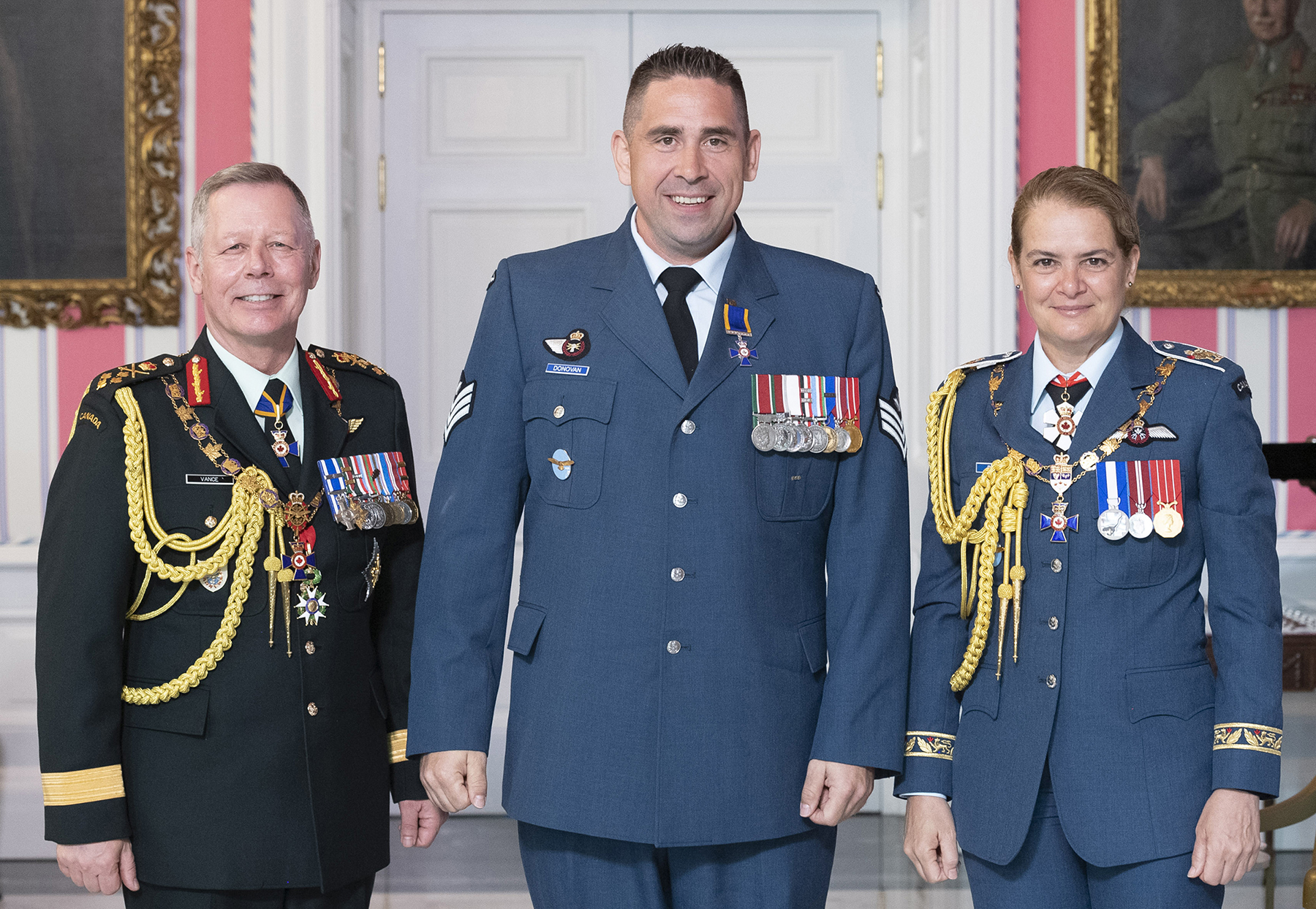Sergeant Dustin Gerald Donovan, M.M.M., C.D. (centre) stands with Governor-General Julie Payette and Chief of the Defence Staff General Jonathan Vance after receiving the Member insignia of the Order of Military Merit from the Governor General. PHOTO: Sergeant Johanie Maheu, Rideau Hall, © OSGG, GG05-2019-0118-029