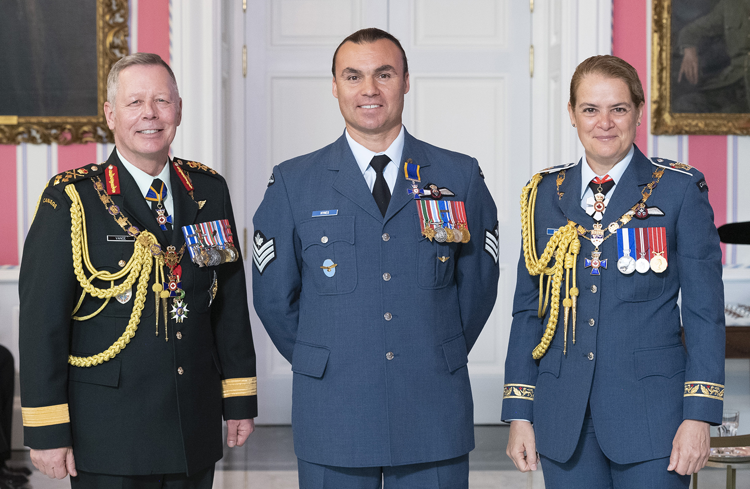 Sergeant Gordon Joseph Hynes, M.M.M., C.D. (centre) stands with Governor-General Julie Payette and Chief of the Defence Staff General Jonathan Vance after receiving the Member insignia of the Order of Military Merit from the Governor General. PHOTO: Sergeant Johanie Maheu, Rideau Hall, © OSGG, GG05-2019-0118-037