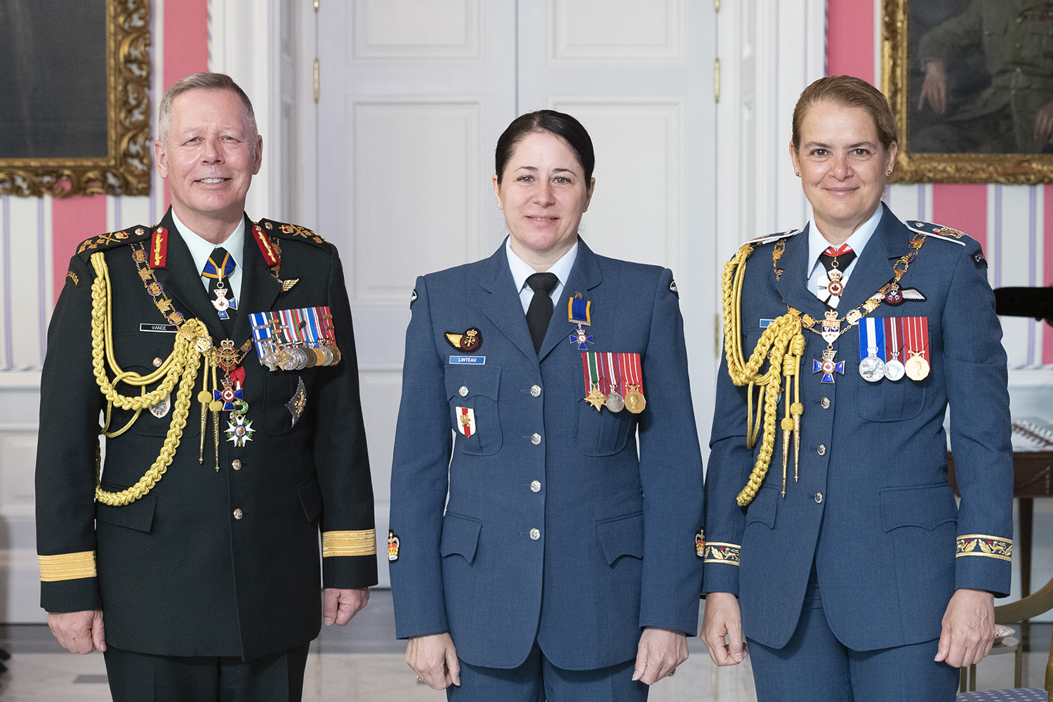 Warrant Officer Caroline Marie Linteau, M.M.M., C.D. (centre) stands with Governor-General Julie Payette and Chief of the Defence Staff General Jonathan Vance after receiving the Member insignia of the Order of Military Merit from the Governor General. PHOTO: Sergeant Johanie Maheu, Rideau Hall, © OSGG, GG0505-2019-0118-044