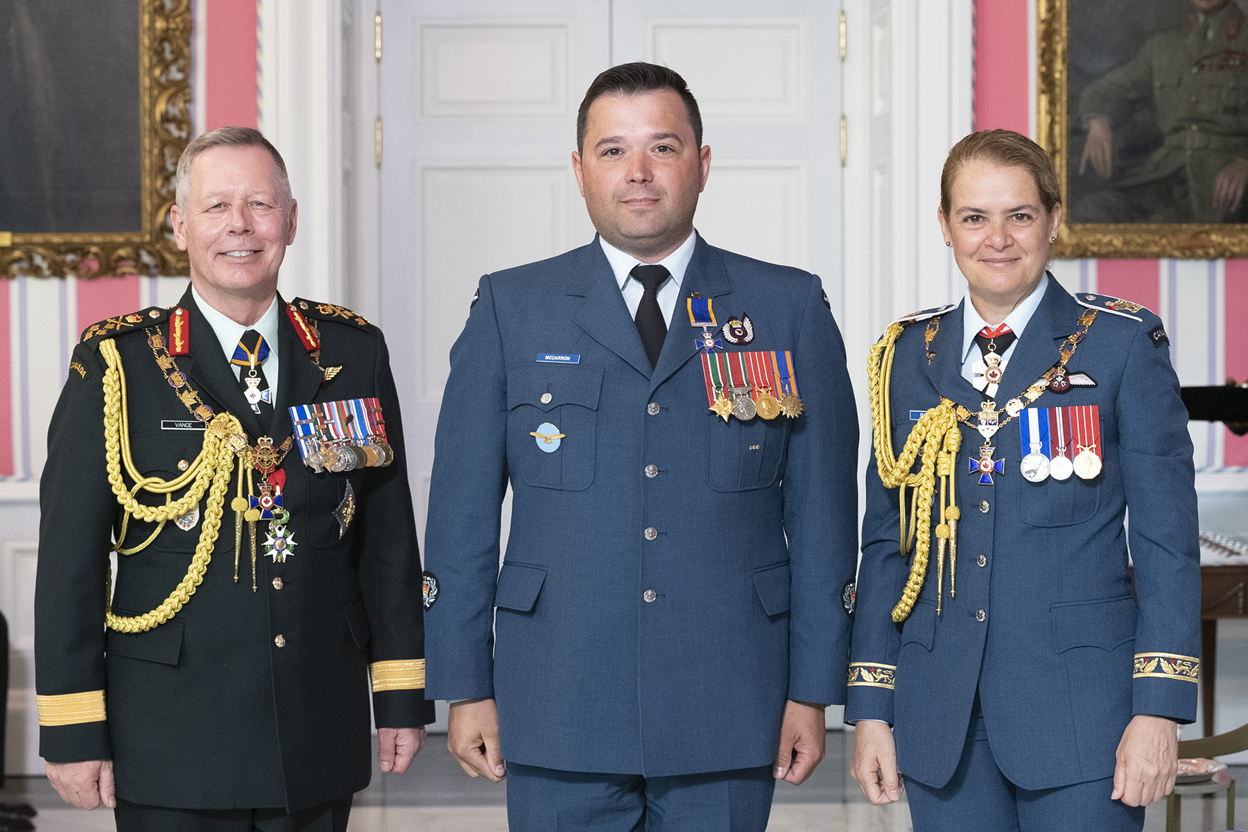 Master Warrant Officer James Richard McCarron, M.M.M., C.D. (centre) stands with Governor-General Julie Payette and Chief of the Defence Staff General Jonathan Vance after receiving the Member insignia of the Order of Military Merit from the Governor General. PHOTO: Sergeant Johanie Maheu, Rideau Hall, © OSGG, GG05-2019-0118-047
