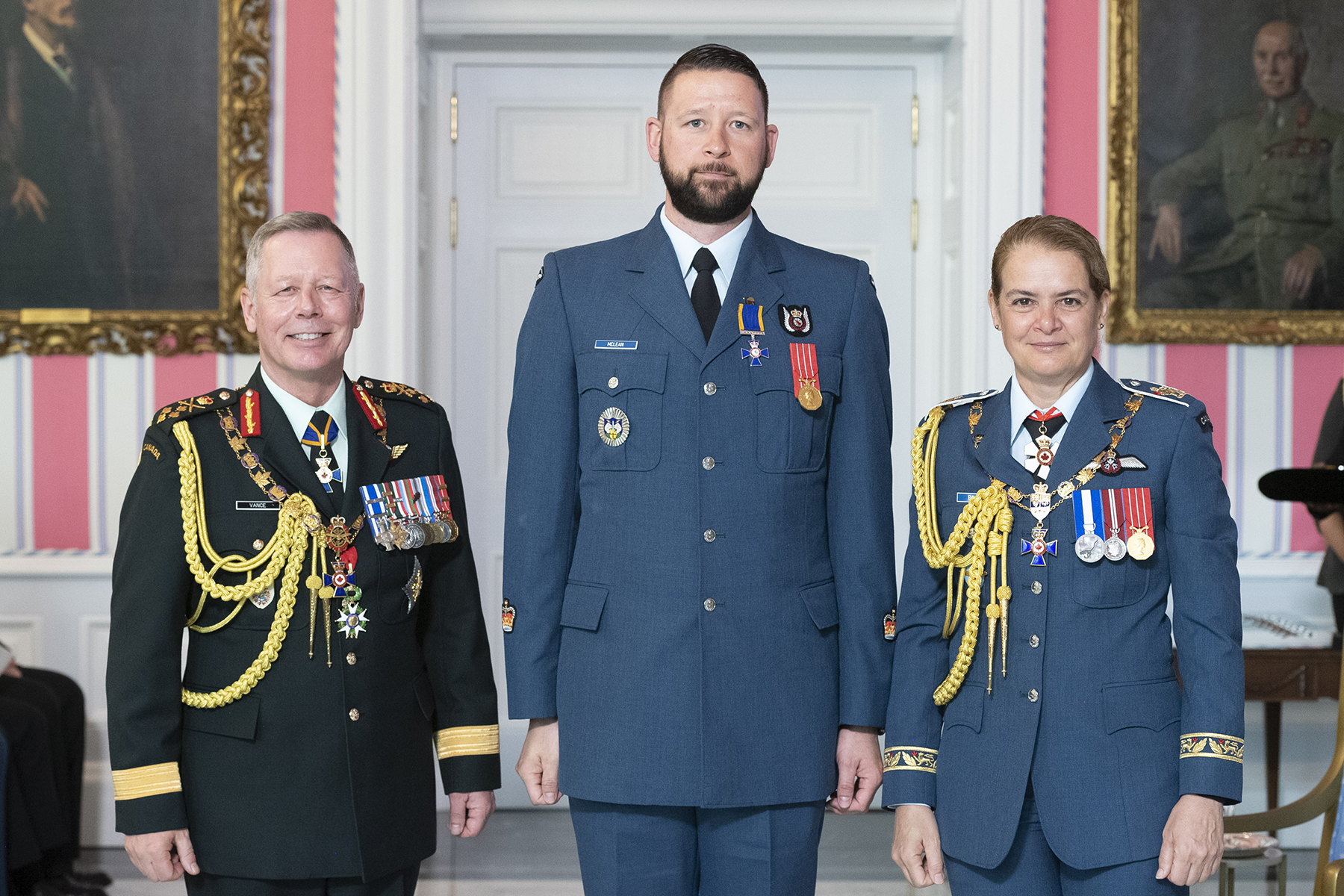 Warrant Officer Timothy Charles McLean, M.M.M., C.D., (centre) stands with Governor-General Julie Payette and Chief of the Defence Staff General Jonathan Vance after receiving the Member insignia of the Order of Military Merit from the Governor General. PHOTO: Sergeant Johanie Maheu, Rideau Hall, © OSGG, GG05-2019-0118-048
