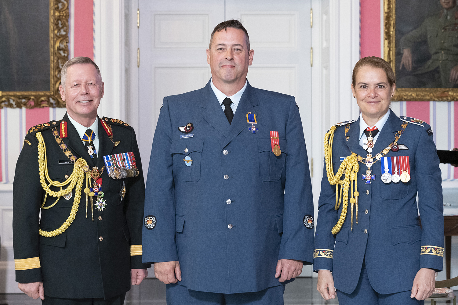 Master Warrant Officer Martin Sylvestre, M.M.M., C.D. stands with Governor-General Julie Payette and Chief of the Defence Staff General Jonathan Vance after receiving the Member insignia of the Order of Military Merit from the Governor General. PHOTO: Sergeant Johanie Maheu, Rideau Hall, © OSGG, GG05-2019-0118-055