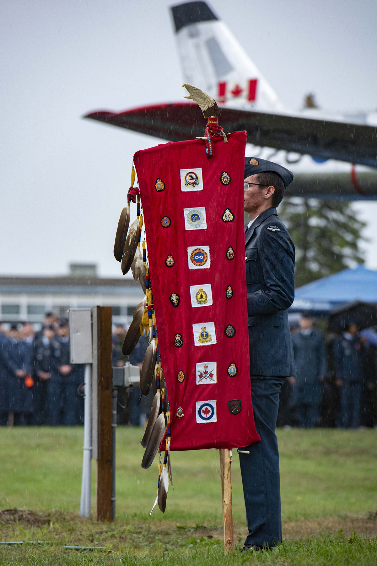 Aviator Jesse McKay stands with an Eagle Staff on September 15, 2019, during the 2019 Battle of Britain Parade at 16 Wing/Canadian Forces Base Borden, Ontario. PHOTO: Corporal Lynette Ai Dang, BM10-2019-0306-009