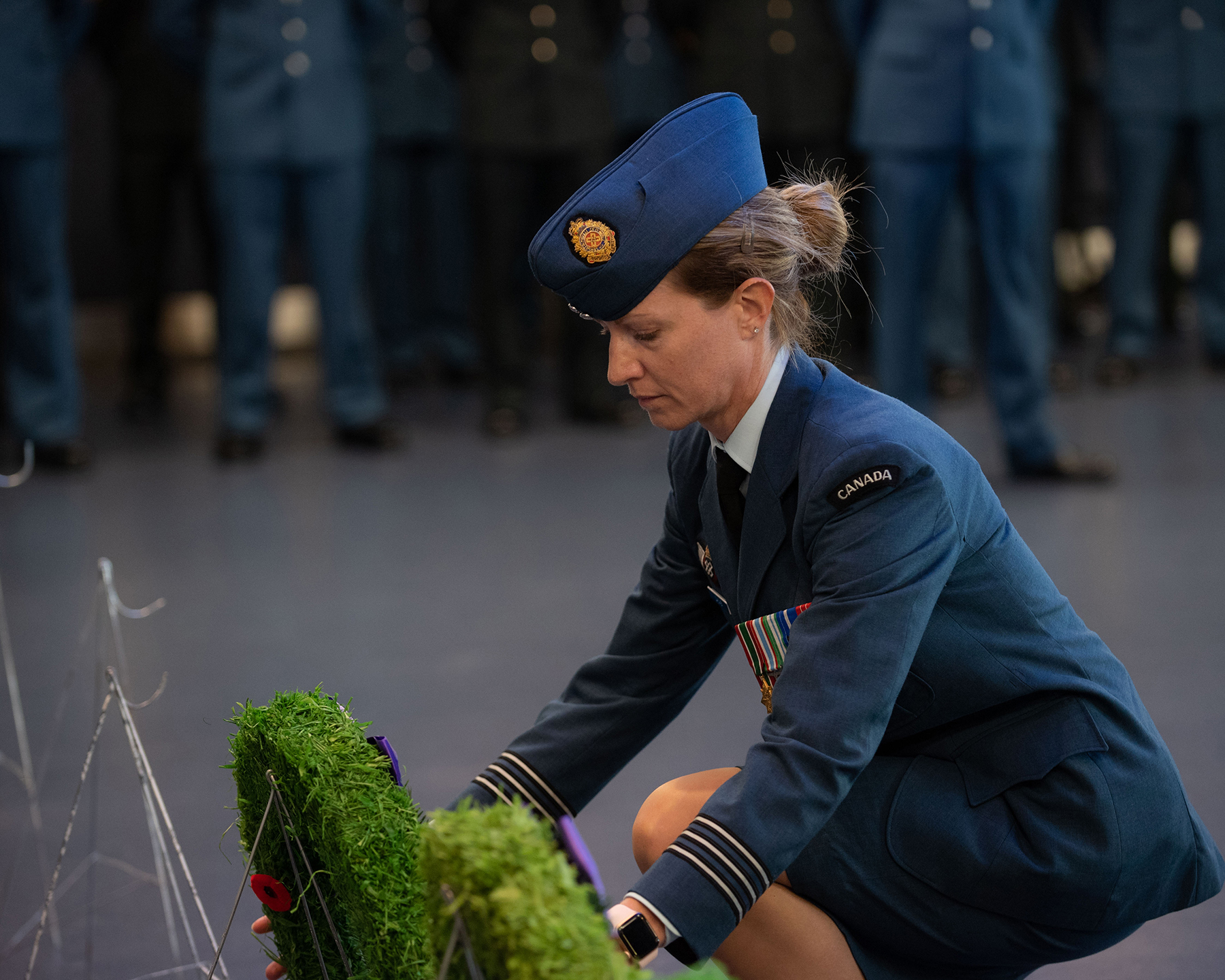 Lieutenant-Colonel Laura Gagné, commanding officer of 2 Air Expeditionary Training Squadron, 2 Wing Bagotville, lays a wreath during the September 15, 2019, ceremony attended by 2 Wing-3 Wing/Canadian Forces Base Bagotville, Québec, members to mark the 79th anniversary of the Battle of Britain. PHOTO: Corporal Dominic Duchesne-Beaulieu, BN06-2019-0487-023
