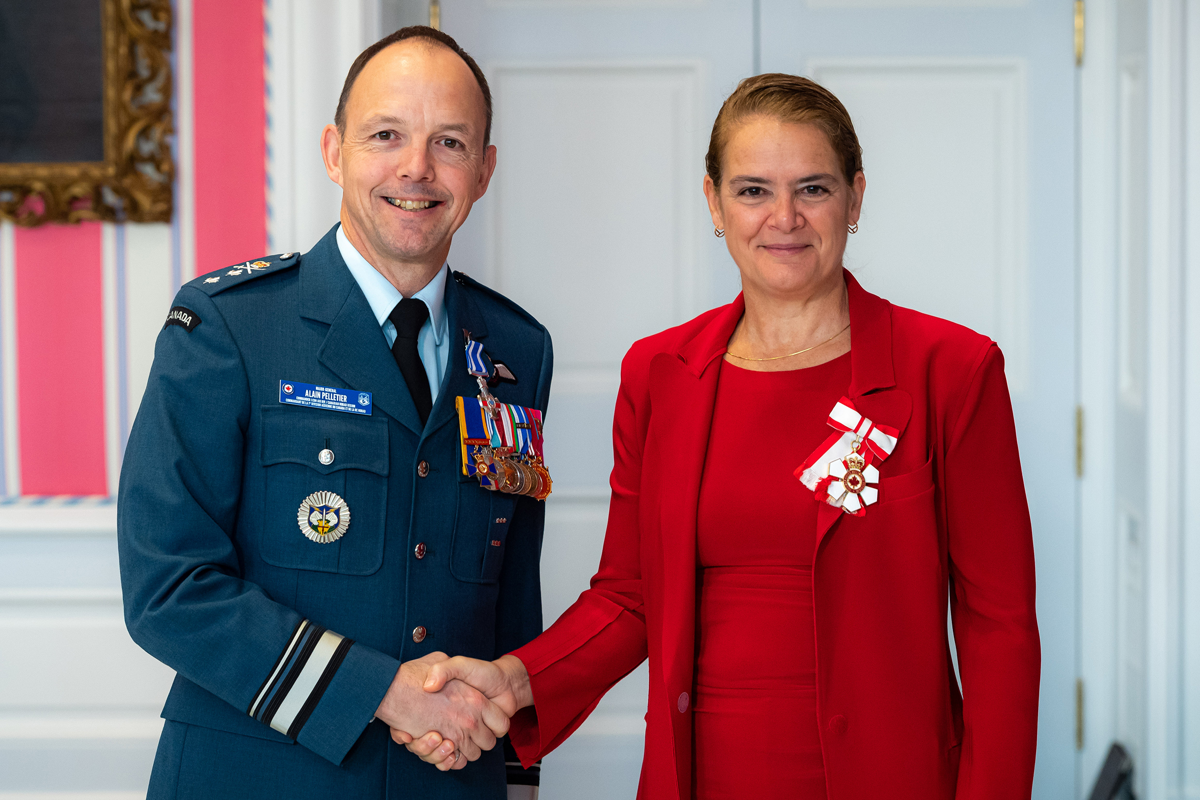 Governor General and Commander-in-Chief of Canada Julie Payette presents Major-General Alain Joseph Paul Pelletier with the Meritorious Service Cross (Military Division) on November 12, 2019. PHOTO: Master Corporal Mathieu Gaudreault, GG06-2019-0257-021, © OSGG