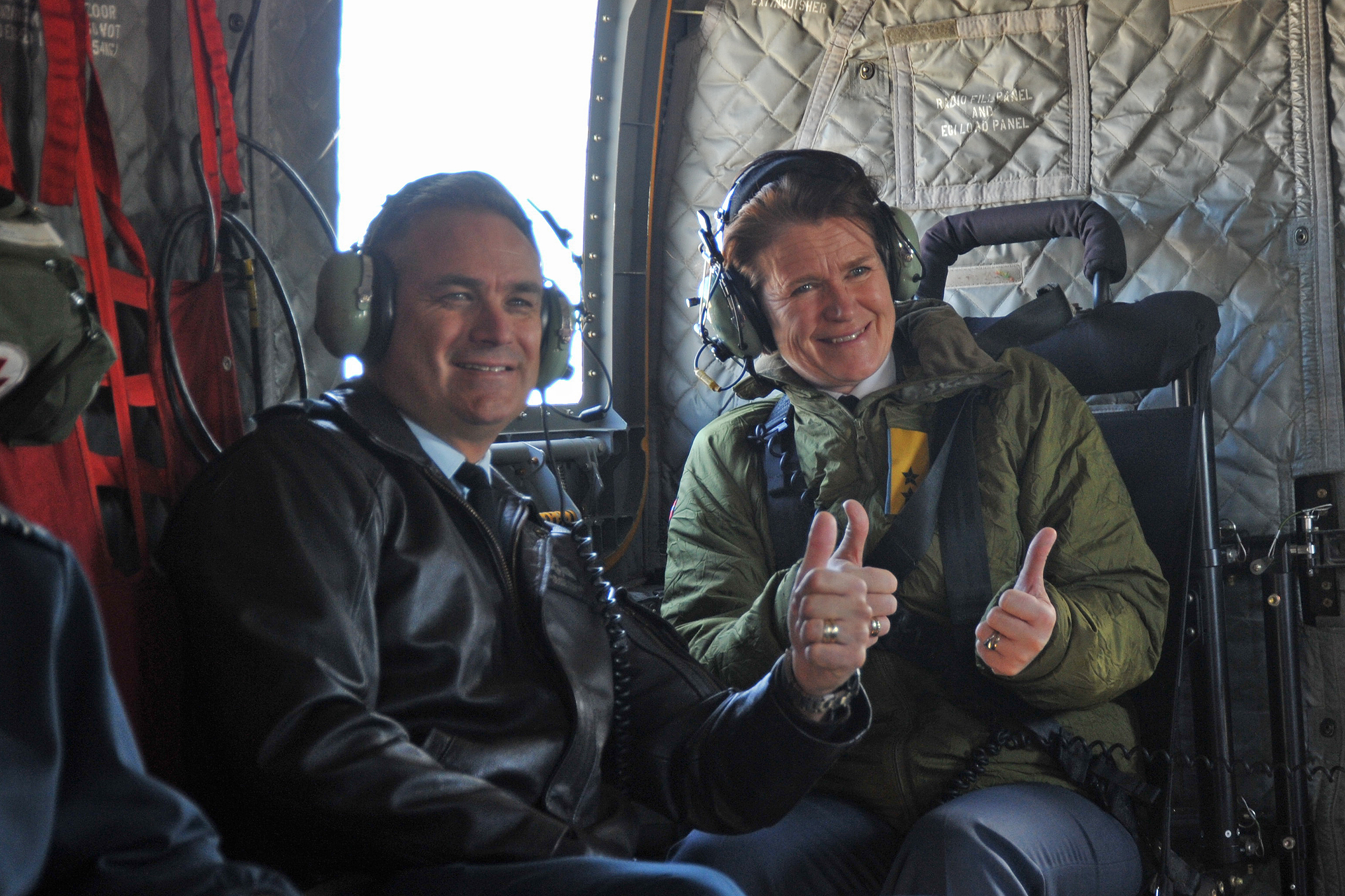 On October 11, 2019, Major-General Blaise Frawley (left), deputy commander of the Royal Canadian Air Force, and Major-General Tonje Skinnarland, chief of the Royal Norwegian Air Force, travel on board a CH-147F Chinook to three landmarks in the history of the Royal Norwegian Air Force in Canada, on the occasion of the 75th anniversary of the Royal Norwegian Air Force. PHOTO: Lieutenant Nora Amrane