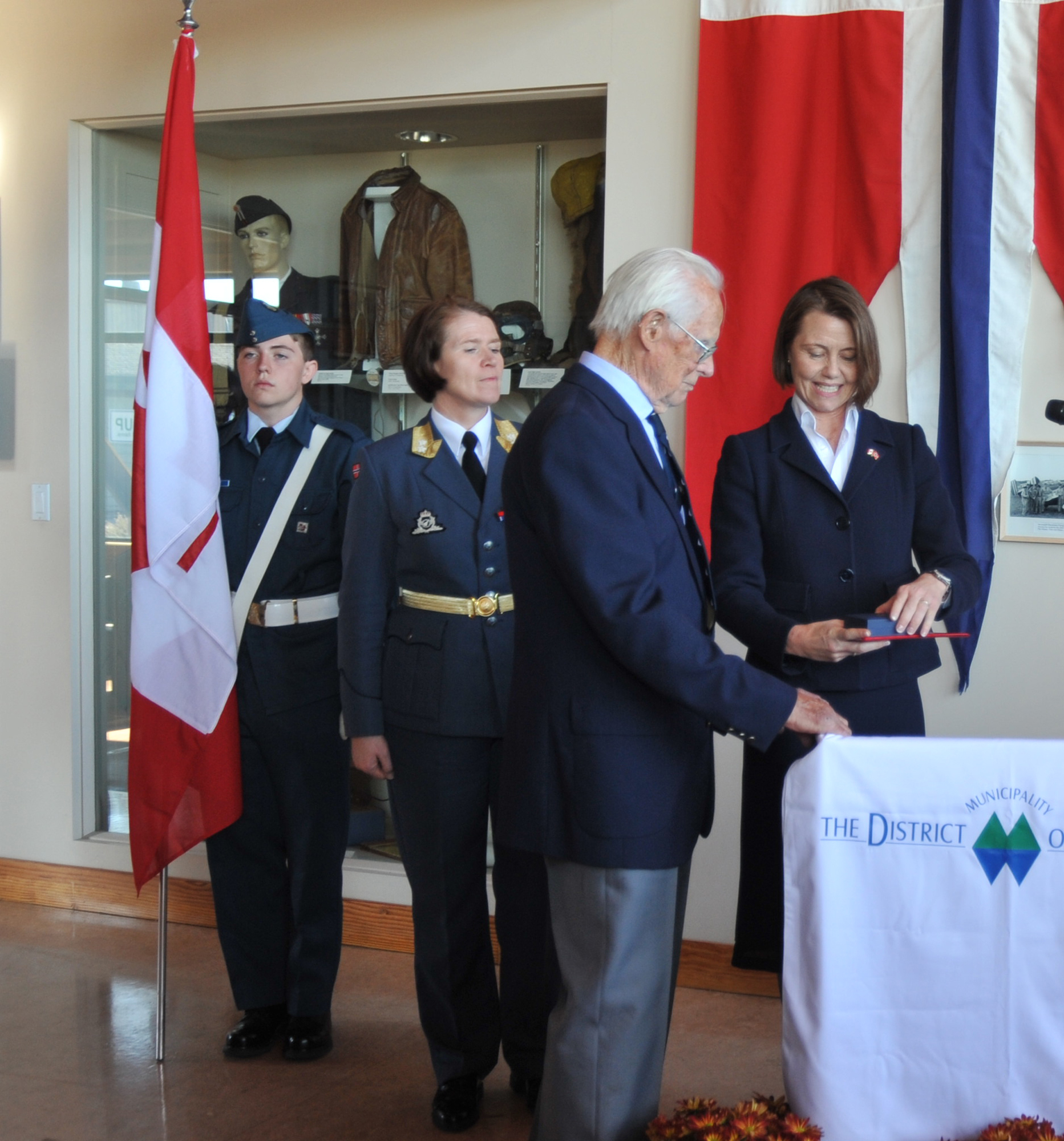 On October 11, 2019, during the reception at Muskoka Airport to celebrate the 75th anniversary of the Royal Norwegian Air Force, Norwegian ambassador Anne Kari H. Ovind presents a medal to Norwegian veteran Dagfinn Stai. PHOTO: Lieutenant Nora Amrane