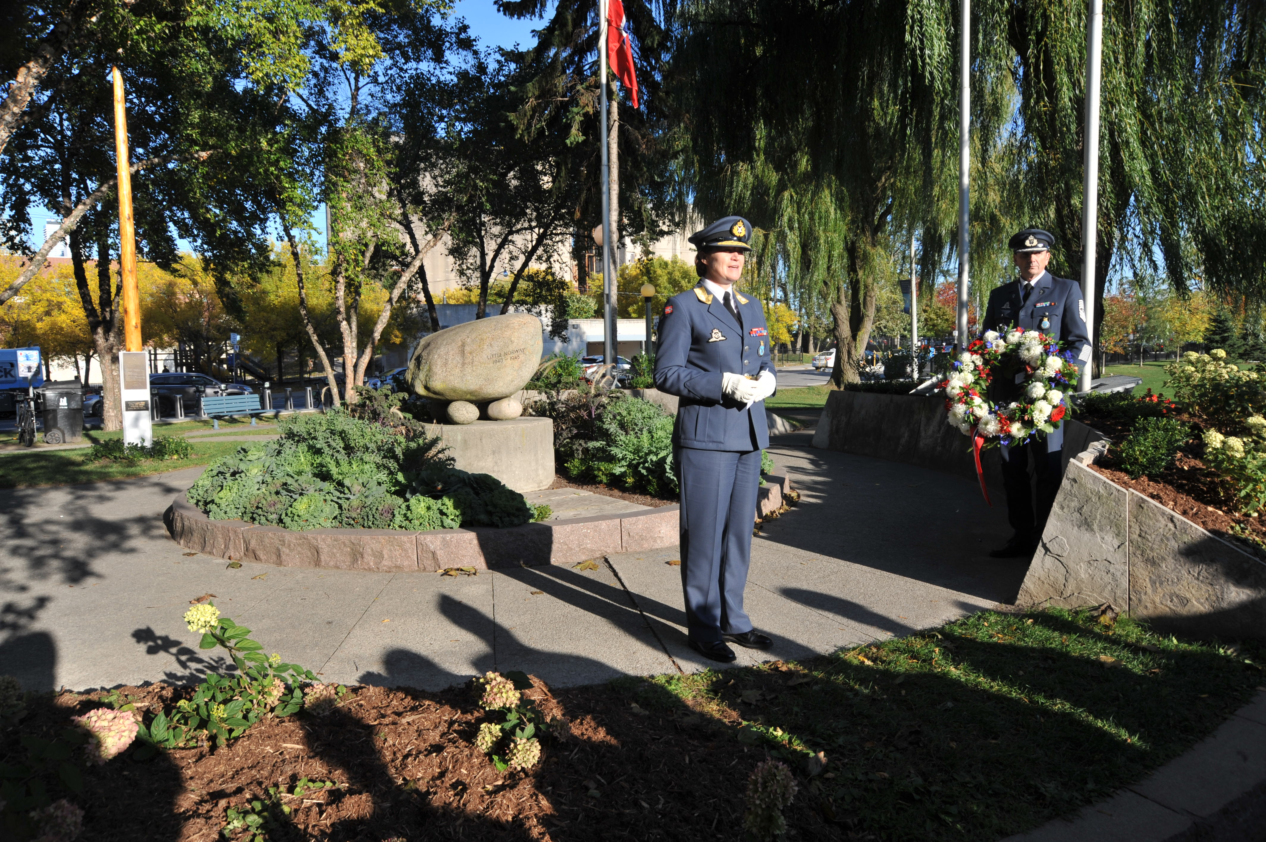On October 11, 2019, Major-General Tonje Skinnarland, chief of the Royal Norwegian Air Force, and Norwegian Air Force Sergeant-Major Christian Olsen participate in a wreath-laying ceremony at the Little Norway Park monument during celebrations marking the 75th anniversary of the Royal Norwegian Air Force. PHOTO: Lieutenant Nora Amrane