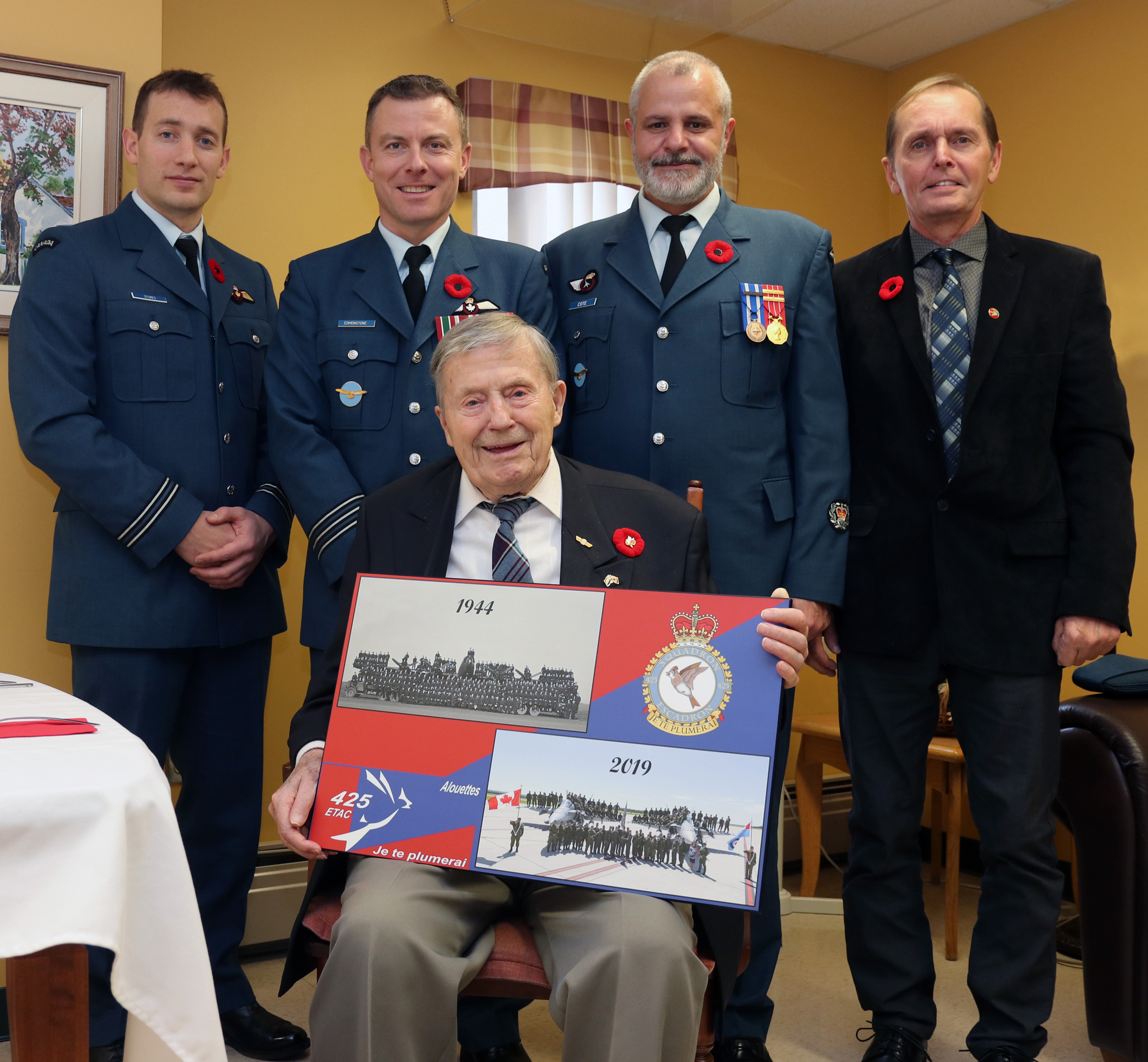Several members of the 425 Tactical Fighter Squadron family visited one of their war-era veterans on Remembrance Day 2019. From left: Captain Matt Stokes, Lieutenant-Colonel Jody Edmonstone, Master Warrant Officer Gino Coté and Mr. Richard Girouard and Flight Sergeant (retired) Jean Cauchy (seated). Flight Sergeant Cauchy was presented with a 425 Squadron commemorative plaque. PHOTO: Submitted