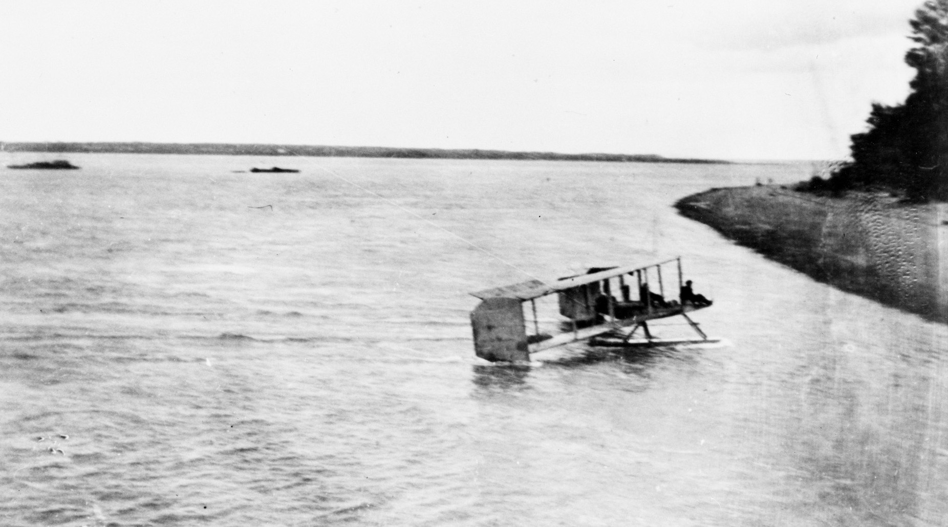 The Canadian Aviation Corps' Burgess-Dunne floatplane comes ashore at Deschaillons, Quebec, in 1914. PHOTO: DND Archives, AH260-1, courtesy of the Smithsonian Institute National Air Museum