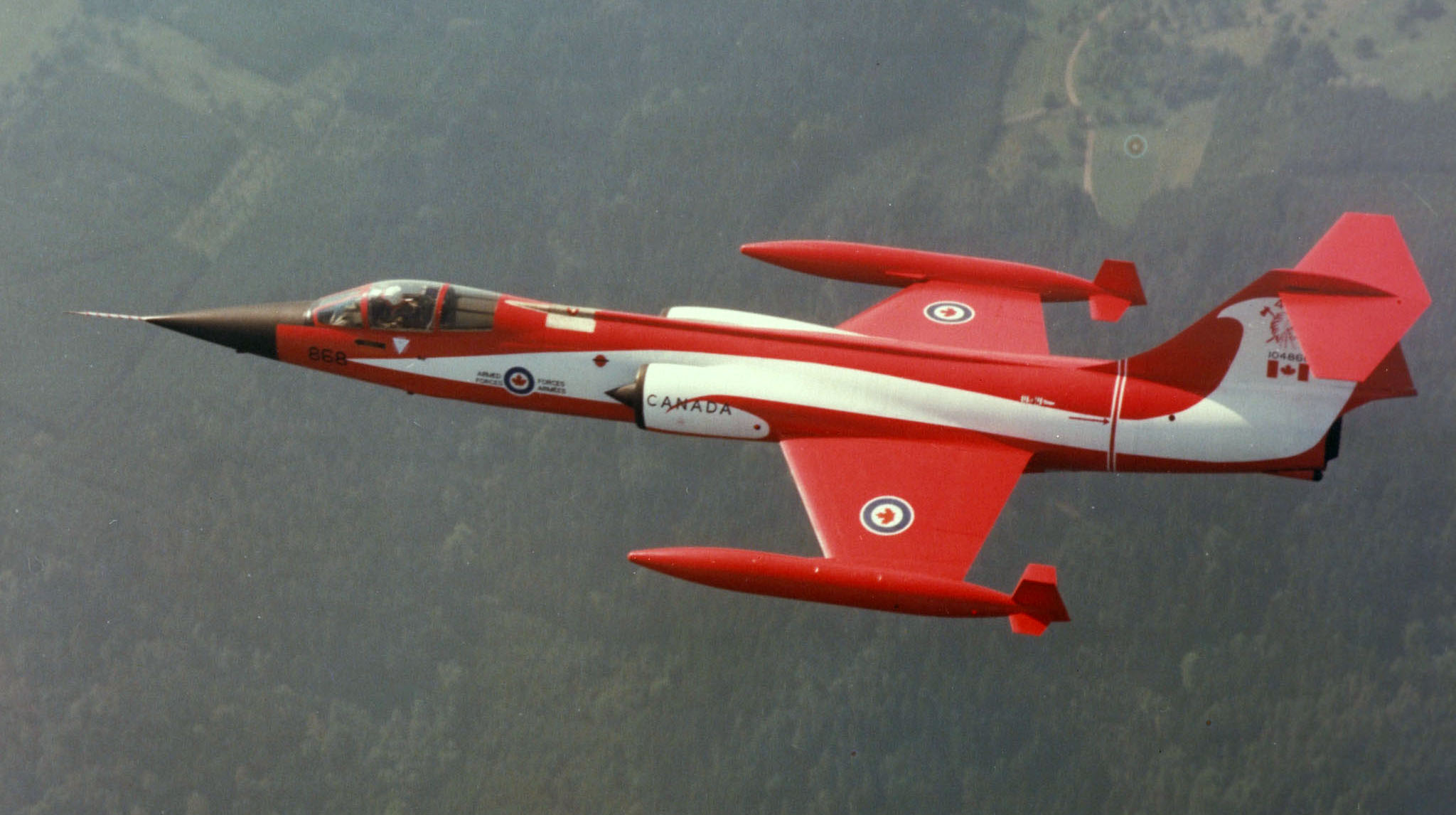 A CF-104 Starfighter painted in red and white colours to mark 421 Squadron's 40th anniversary. PHOTO: DND Archives, ISC82-2209
