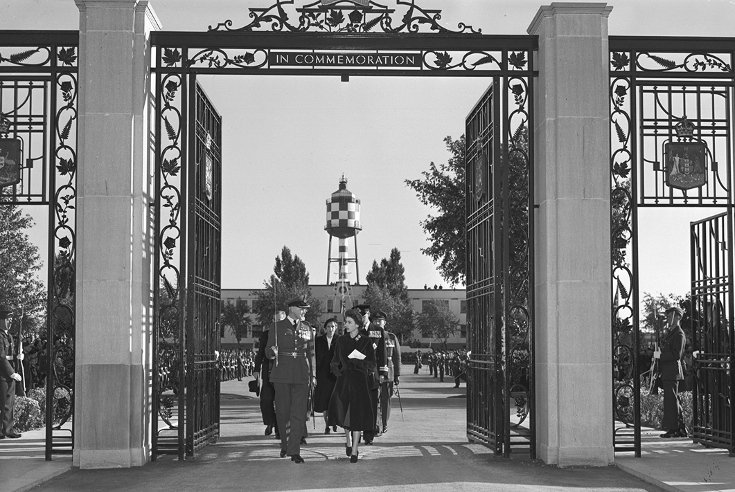 Group Captain G.P. Dunlop chats with Princess Elizabeth as the Royal Party prepares to inspect the BCATP Memorial Gates during Princess Elizabeth and Prince Philip's visit to Trenton in 1951. PHOTO: DND Archives, PL-240