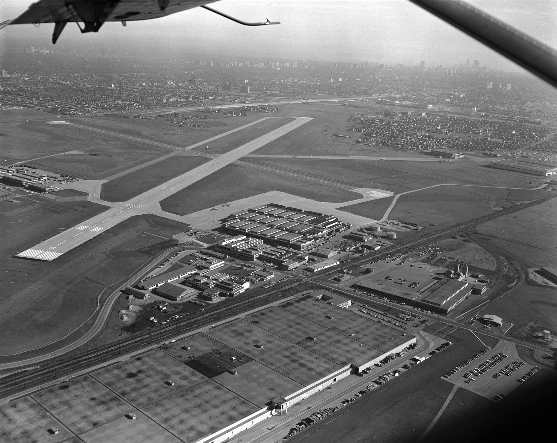 An October 20, 1971, aerial view of Canadian Forces Base Toronto, looking southeast to Toronto's waterfront. The site began as RCAF Station Downsview, and is now Downsview Airport, located just north of Highway 401 and east of Highway 400. PHOTO: DND Archives, DV71-1269