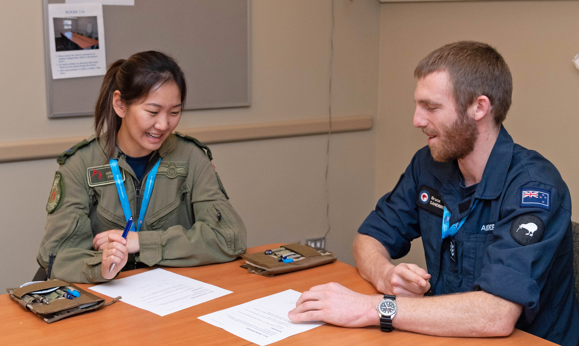 A member of the Royal Canadian Air Force (left) and a member of the Royal New Zealand Air Force work together during the Junior Enlisted Leadership Forum held at 17 Wing Winnipeg, Manitoba, from October 21 to 25, 2019. PHOTO: Corporal Brian Lindgren, WG2019-0525-008