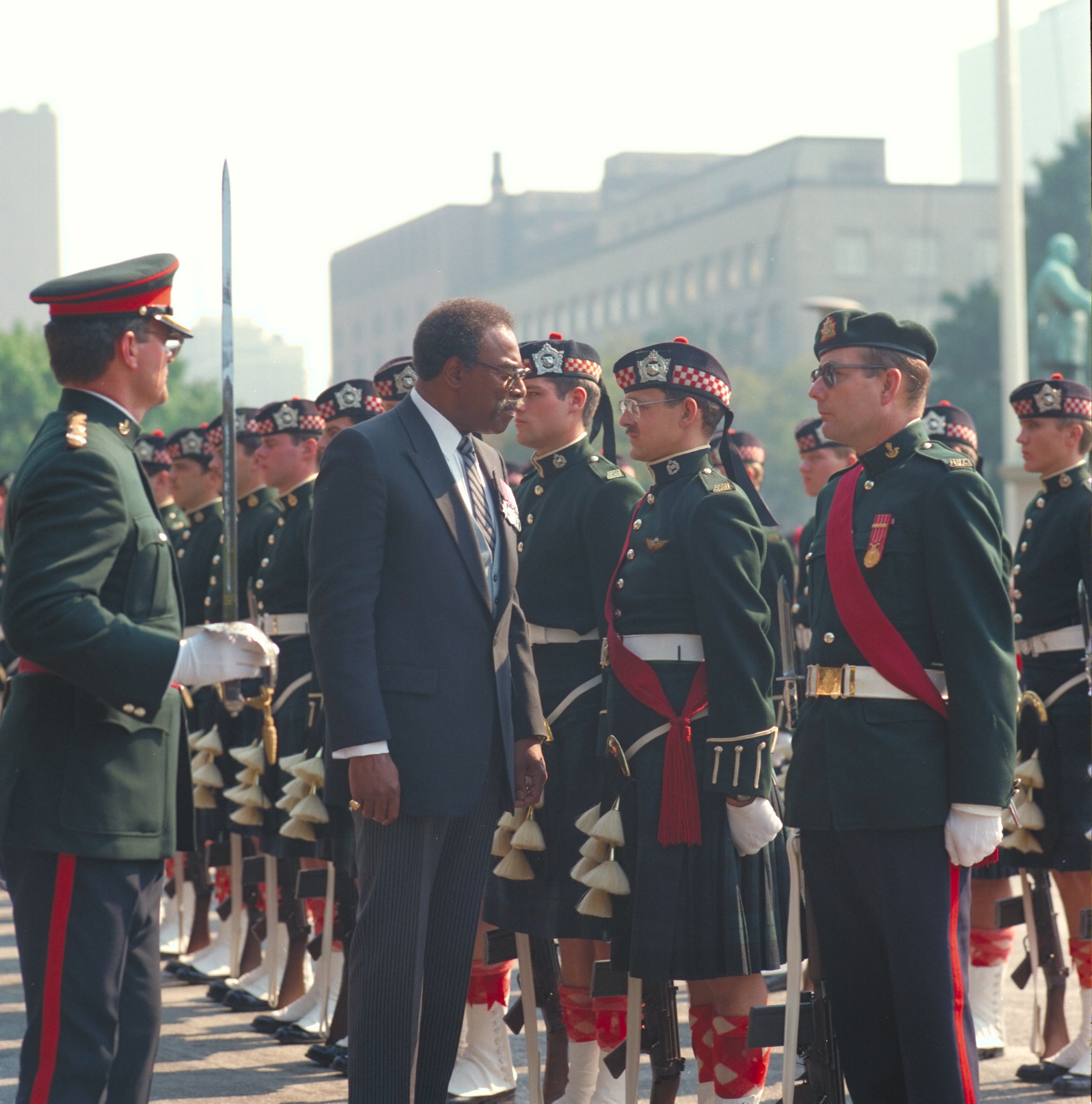 Lincoln Alexander inspects a Canadian Armed Forces guard of honour during his tenure as lieutenant governor of Ontario. PHOTO: DND Archives, IOC85-454
