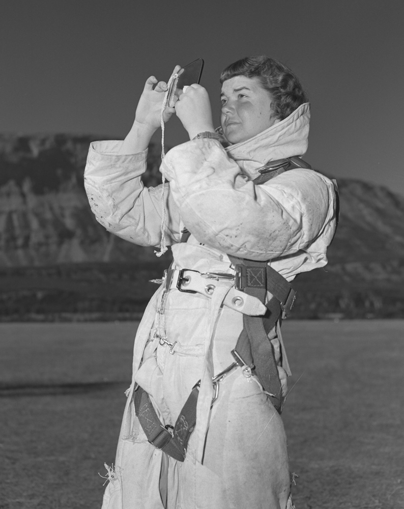 Pilot Officer Isabelle Thomson, a nursing sister from North Bay, Ontario, and a student of the third peacetime para rescue course in Jasper, Alberta, uses a signal mirror. PHOTO: DND Archives, PL-52552
